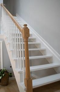 houten trap wit